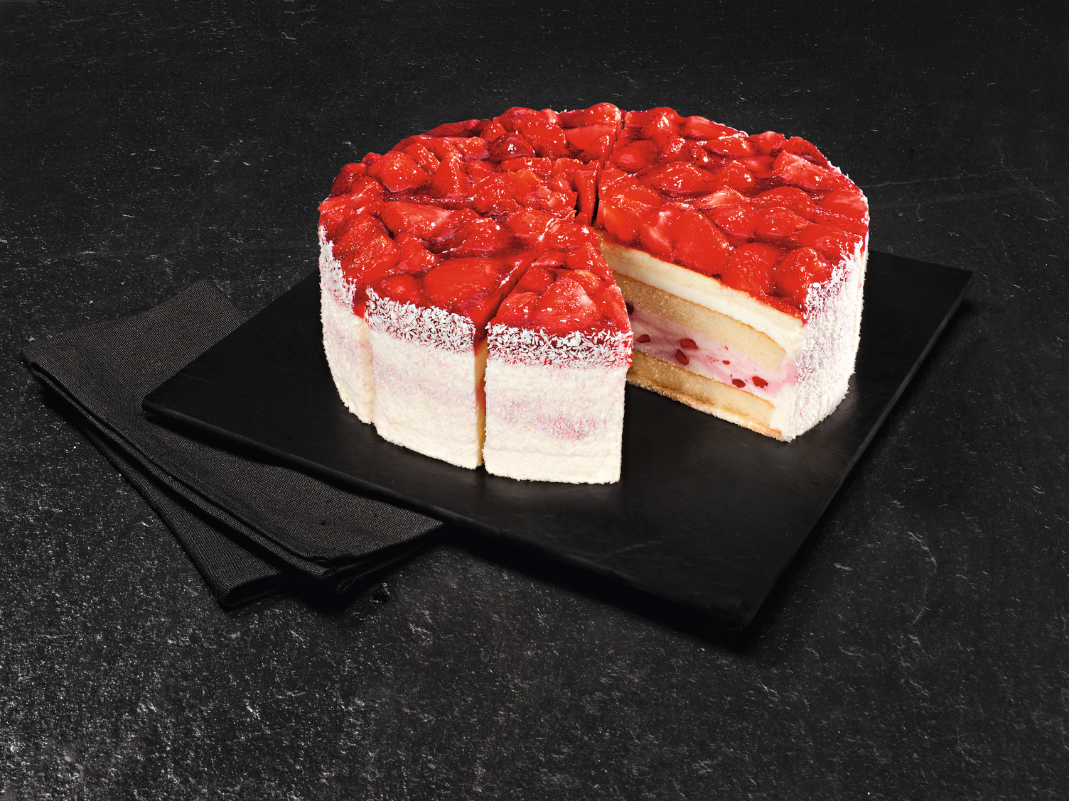 NESTLE SCHOELLER Backwaren UNSERE PRACHTSTÜCKE CLASSICS Erdbeer Buttermilch Torte vorgeschnitten 2300 g