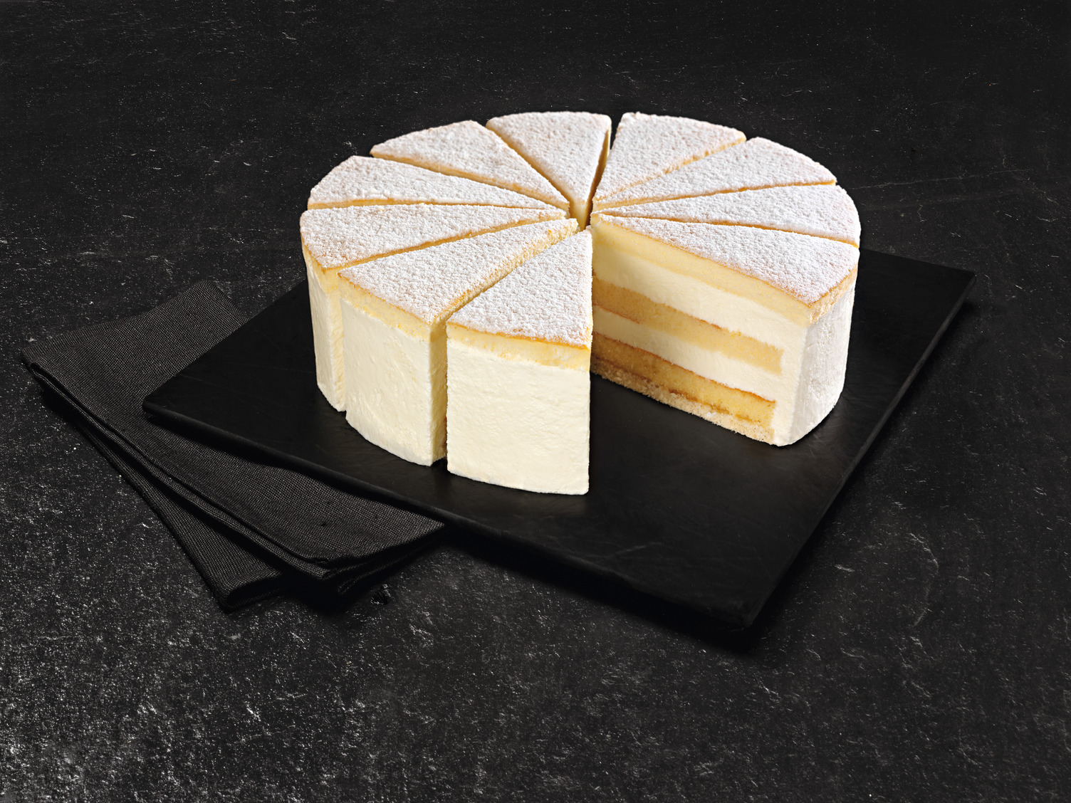 NESTLE SCHOELLER Backwaren UNSERE PRACHTSTÜCKE CLASSICS Käse Sahne Torte vorgeschnitten 1650 g